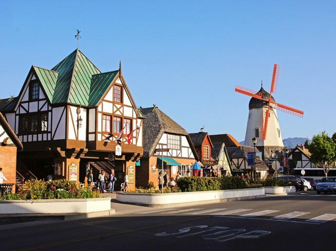 早上八时离开洛城,沿着黄金海岸抵达丹麦城,古老的风车,北欧式的建筑图片